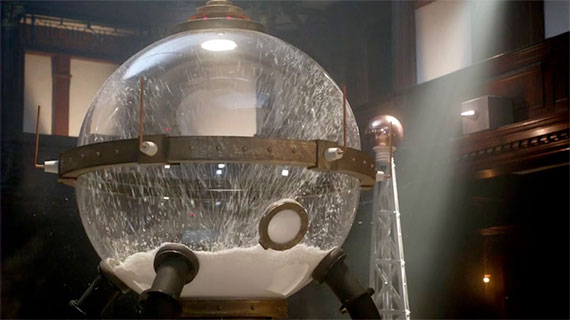 Great-Intelligence-Snow-Globe-The-Snowmen