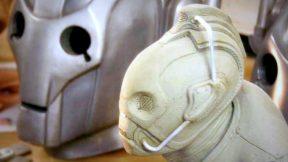 "Peter Capaldi fala sobre ""diferentes"" Cybermen na 10ª Temporada"