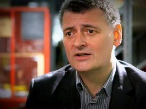 Steven Moffat faz sérias confissões sobre estar à frente de Doctor Who