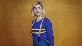 Jodie Whittaker e Chris Chibnall deixam Doctor Who em 2022